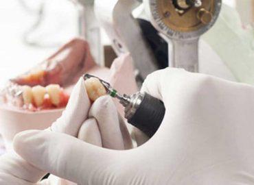 Le Denturologiste, l'artiste de votre image
